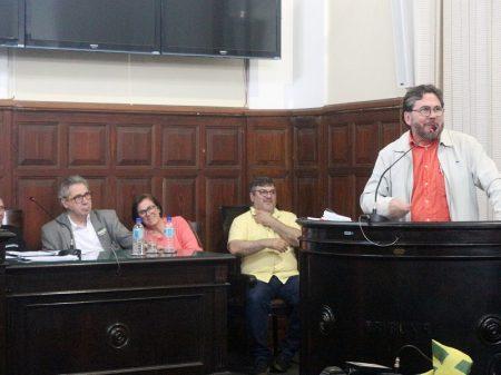 Ato contra assalto à Previdência pública lota Câmara de São Carlos