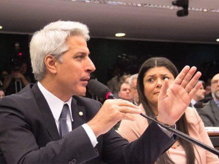 Molon aciona o STF contra os cortes de Bolsonaro nas universidades federais
