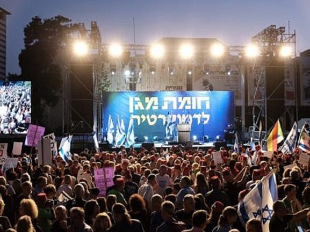 Israelenses repudiam manobra de Netanyahu em fuga de condenação por corrupção