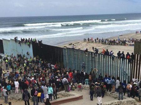 Juiz bloqueia verba que Casa Branca desviou para o muro na fronteira com o México