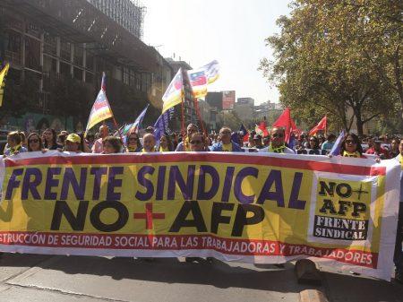 Fundos privados elevam lucros em 100% com achaque às pensões no Chile