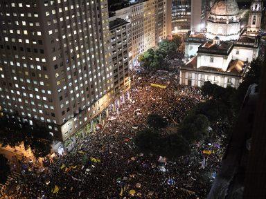 Mais de 2 milhões protestam em ao menos 240 cidades contra os cortes na Educação