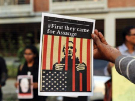 """Acusação dos EUA a Assange por espionagem é """"o mais grave ataque à imprensa"""""""