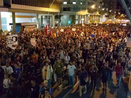 Milhares de estudantes vão às ruas contra os cortes na Educação
