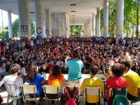 UFRJ e USP aprovam mobilização contra os ataques à Educação