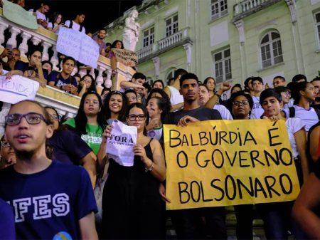 Reitores de 40 universidades criticam cortes