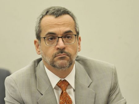 MPF pede na Justiça R$ 5 milhões por ofensas de Weintraub contra alunos e professores