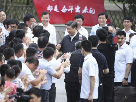 """Xi Jinping evoca a """"Grande Marcha"""" para romper cerco de Trump à tecnologia da China"""