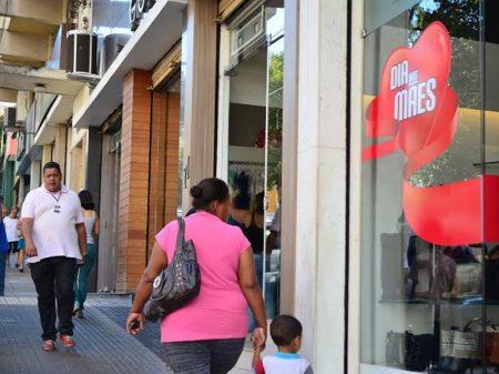 Serasa: desemprego derruba venda no Dia das Mães