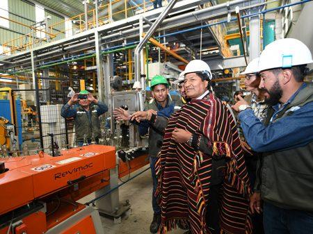 Bolívia inaugura a mais moderna fábrica de vidro da América Latina