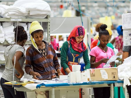 Múltis Calvin Klein e H&M submetem trabalhadores etíopes a salários de fome