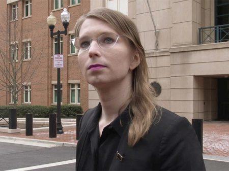 Tribunal é obrigado a libertar Manning, mas outro júri a intima a depor