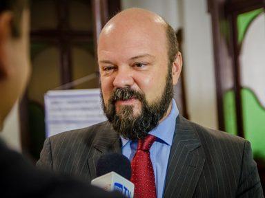 Reitor da UFPR denuncia cortes e conclama à luta em defesa da Universidade Pública