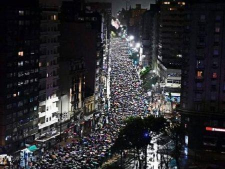 """""""Nunca mais ditadura"""",  afirmam uruguaios nas ruas de Montevidéu"""