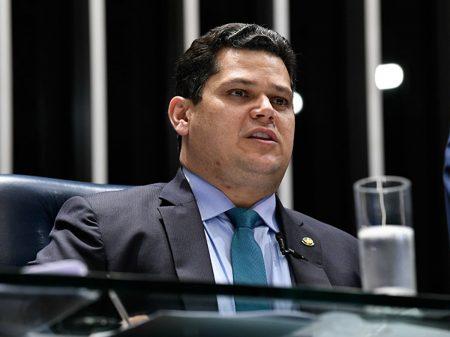 Alcolumbre veta parte da MP de Bolsonaro e devolve demarcações à Funai