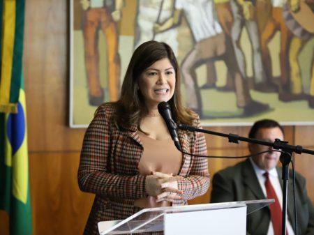 """Aline Gurgel: """"PEC 6 é grave retrocesso para as mulheres e as trabalhadoras rurais"""""""