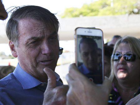 """Bolsonaro volta a atacar o Congresso: """"Pô, querem me deixar como rainha da Inglaterra?"""""""