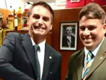 Amigo de Bolsonaro vira assessor da Petrobrás para ganhar R$ 55 mil