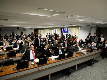CCJ do Senado rejeita decreto das armas de Bolsonaro