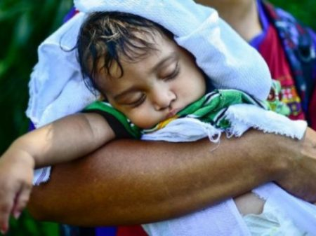 Crianças imigrantes estão em condições desumanas nos campos de detenção dos EUA
