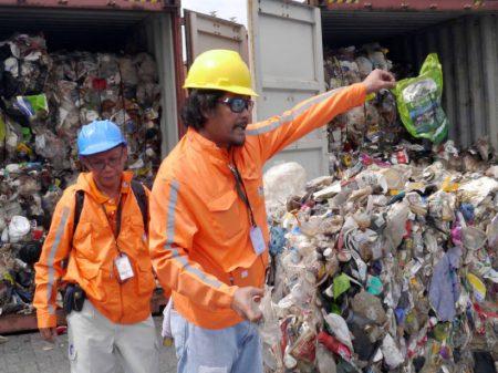 """Canadá recua e recolhe lixo que levou para as Filipinas  como """"material reciclável"""""""