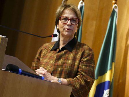 Bolsonaro esvazia Moro e transfere demarcações para o Ministério da Agricultura