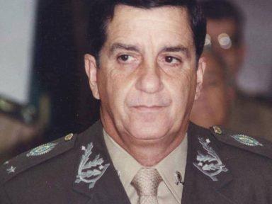 """""""Impossível um verdadeiro militar conviver nesse meio podre"""", diz general sobre demissão de Santos Cruz"""