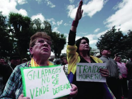 Equatorianos repudiam Moreno por ceder Galápagos aos EUA para uso militar