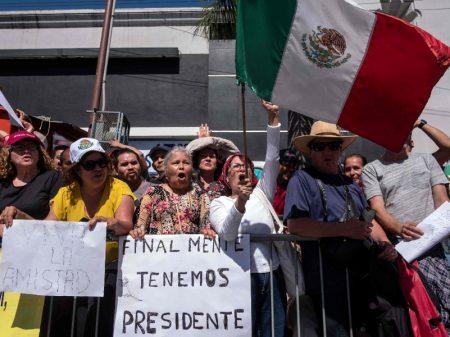 México resiste e Trump suspende aplicação da taxa de 5%