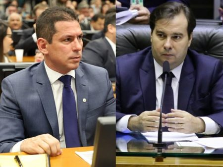 Filho de Bolsonaro desacata os deputados Rodrigo Maia e Marcelo Ramos