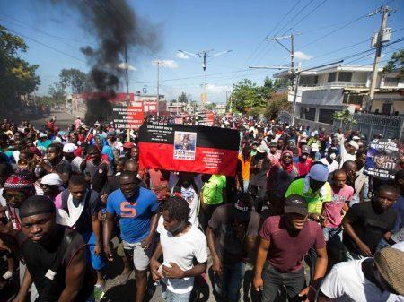 """Haitianos exigem fim da corrupção: """"investiguem, informem e castiguem"""""""