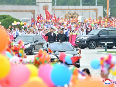 Xi Jinping visita Kim Jong Un e defende ampliar a cooperação China-Coreia
