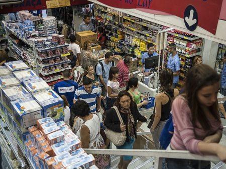 Comércio cai 0,6% e tem pior abril desde 2015