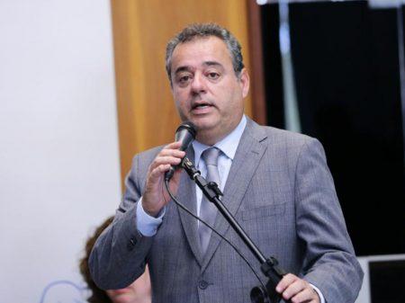 """Danilo Cabral (PSB): """"Paulo Guedes tripudia da vida dura do nosso povo"""""""