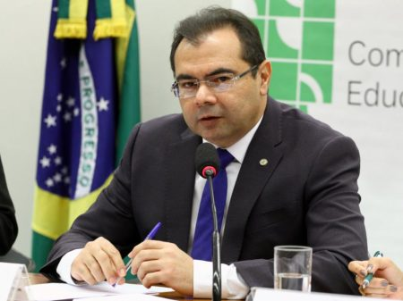 """Deputado do PDT: """"Paulo Guedes quer professores trabalhando com 60 anos"""""""