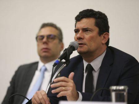 Bolsonaro dá uma fritada em Moro: 'confiar 100% só no meu pai e minha mãe'