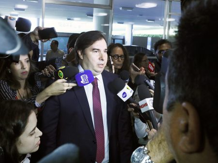 """Maia rebate Bolsonaro: """"ele não entendeu o projeto de lei"""""""