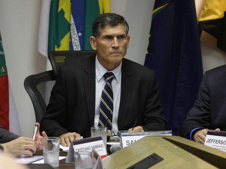 """General Santos Cruz: """"governo Bolsonaro todo dia tem uma bobagem"""""""