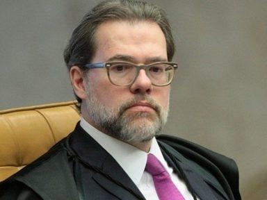 Para livrar Flávio Bolsonaro de investigações, Toffoli suspendeu a lei e até a si mesmo