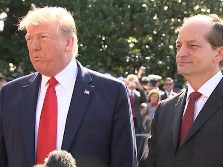 Ministro de Trump que protegeu pedófilo bilionário cai do governo