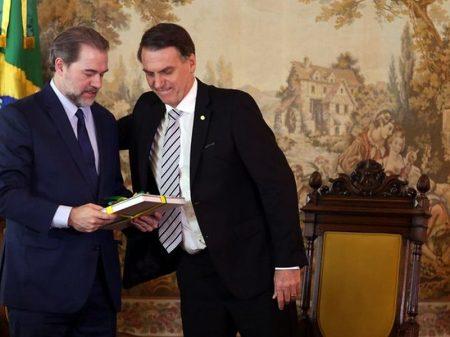 Bolsonaro dá apoio a Toffoli por acobertar crimes de seu filho