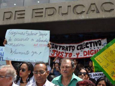 """Professores venezuelanos protestam contra """"os salários de fome"""""""