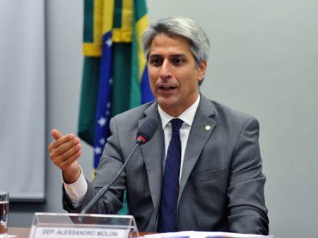 """""""Até o patriotismo de Bolsonaro é fake"""", diz Molon"""