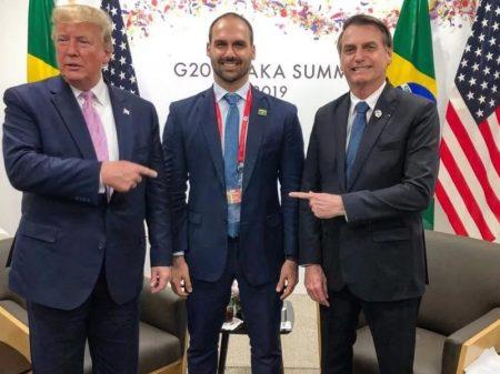 Bolsonaro debocha e diz que seu filho é 'a pessoa adequada' para embaixador nos EUA