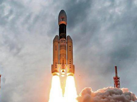 Missão da Índia decola para realizar pesquisas no pólo sul da Lua