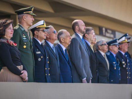 Bolsonaro falta ao aniversário de Santos Dumont na FAB