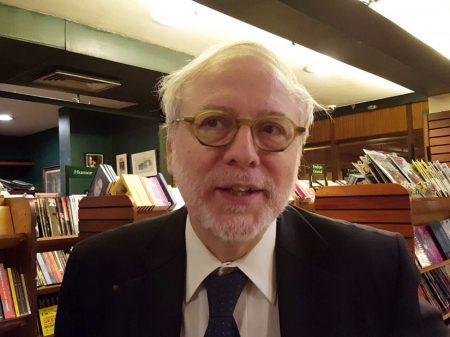 """Governo esquizofrênico"", afirma o diplomata Paulo Roberto de Almeida"