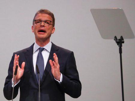 """Deutsche Bank vê """"incerteza no futuro"""" e demite 18 mil"""