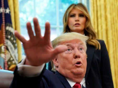 Trump repete ofensas a deputadas e leva sua turba a gritar: 'mande-as de volta'