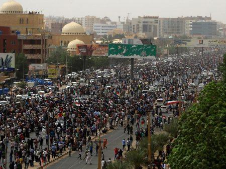 Sudão: mobilização faz militares voltarem a negociar sobre entrega do poder a civis
